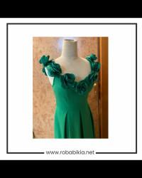 فستان اخضر ناعم